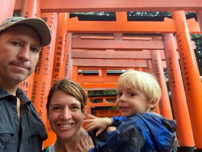 5.1475107200.family-hike-at-fushimi-inari