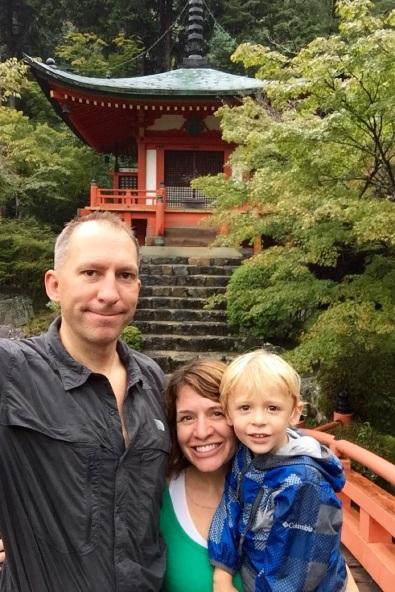 5.1475107200.family-photo-at-daigoji