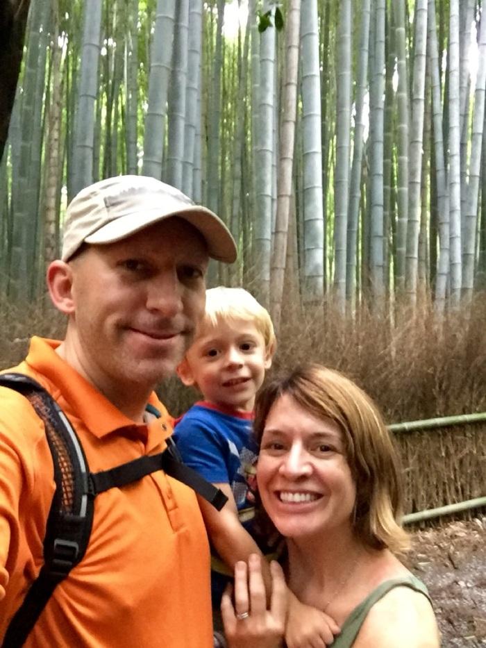5.1475107200.family-photo-in-bamboo-grove