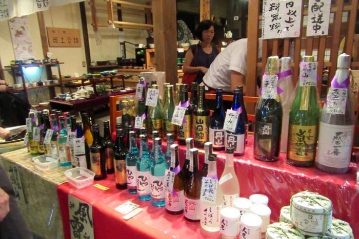 5.1475107200.sake-tasting-at-nishiki-market