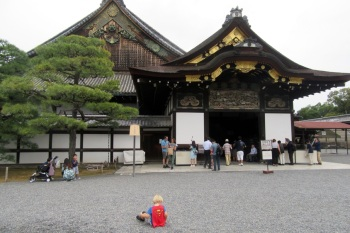 5.1475107200.will-playing-with-rocks-at-nijo-castle
