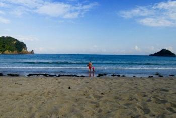 5.1473033600.first-dip-at-yumigahama-beach