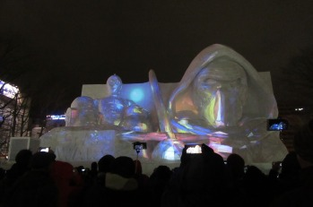 5.1486800702.star-wars-snow-sculpture-at-odori
